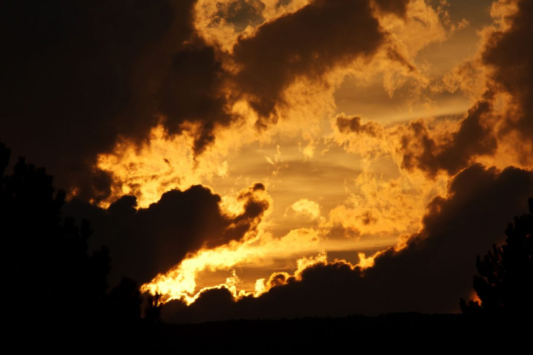 dramatic-sky-871284477718aWgT